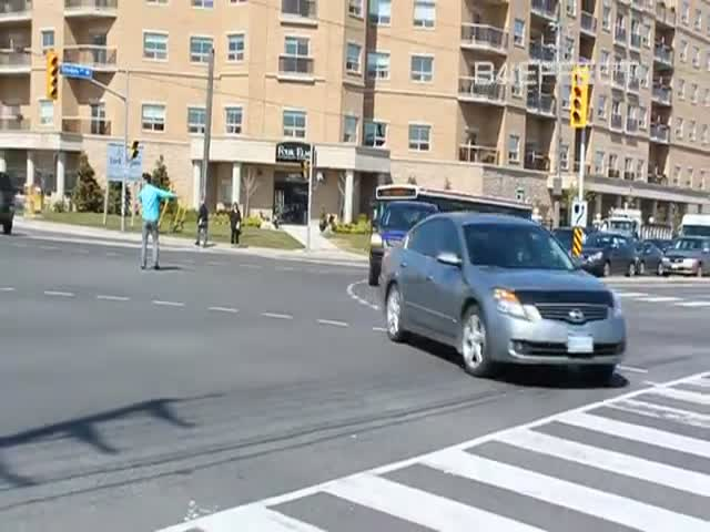 Traffic Lights Go Out, Young Man Starts Directing Traffic