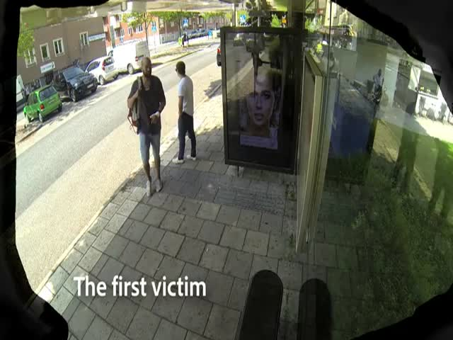 Photoshop Artist Pranks People at a Bus Stop