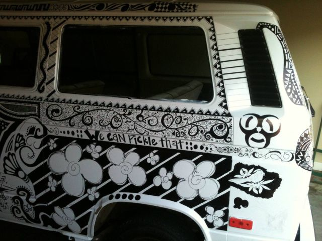 "Old Volkswagen Van Gets a ""Sharpie"" Makeover"