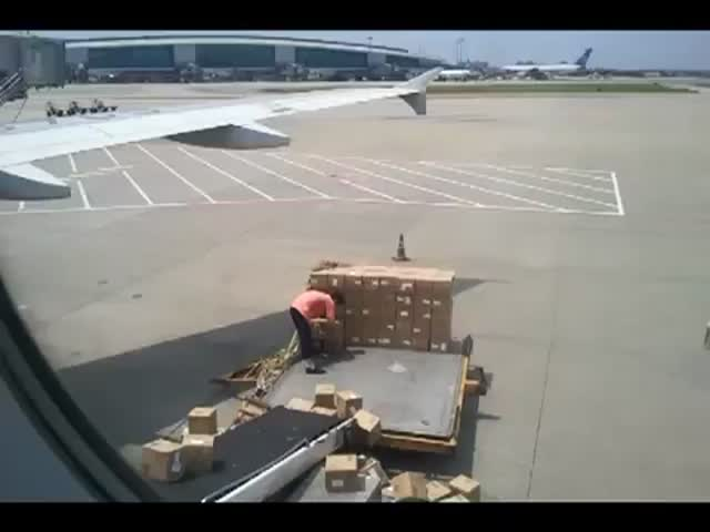 This Freight Worker Will Never Be the Employee of the Month