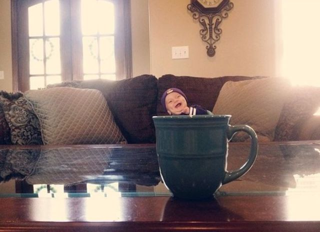 """Mugging"" Is a Cute New Photo Craze for People with Babies"
