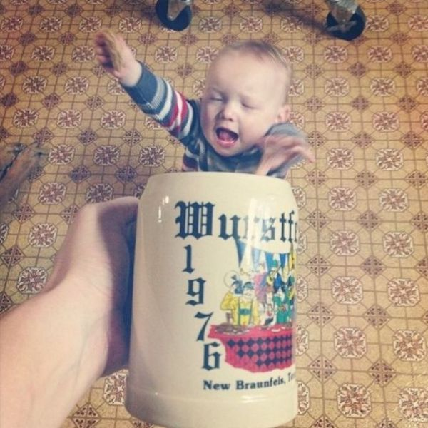 """""""Mugging"""" Is a Cute New Photo Craze for People with Babies"""