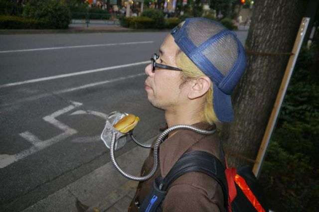 "Now Even Hamburgers Can Be Eaten ""Hands-Free"""