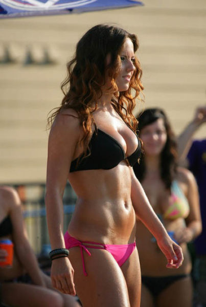 Sexy Vegas Girls Strut Their Stuff at the Pool Party in Vegas