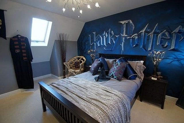 geeky bedrooms that are too cool to resist 34 pics. Black Bedroom Furniture Sets. Home Design Ideas