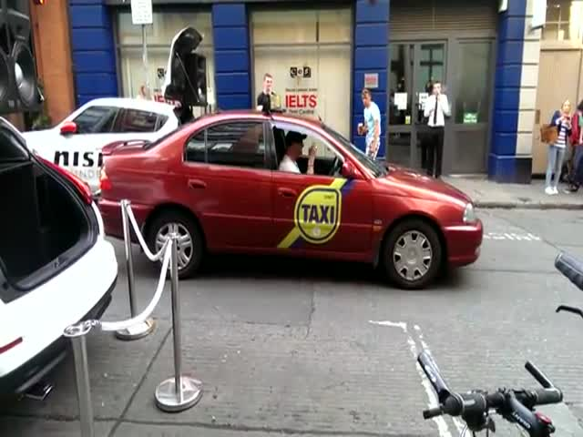 Dublin Taxi Driver Takes a Break to Dance with the Crowds