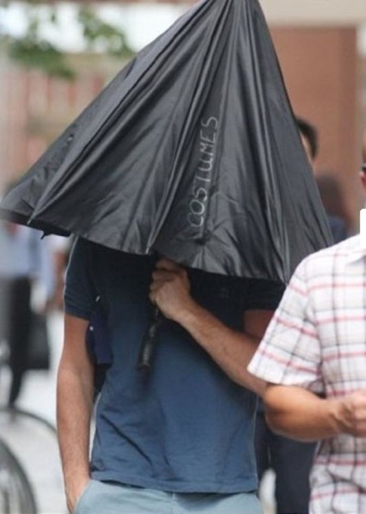 Sneaky Techniques Leonardo DiCaprio Uses for Hiding from the Paparazzi