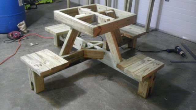 DIY Floating Picnic Table That Is Perfect for Summer