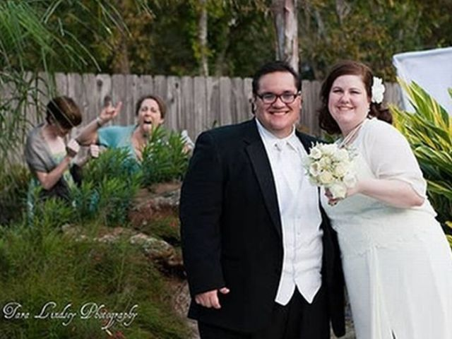 Hilarious Examples of Unexpected Wedding Photobombs