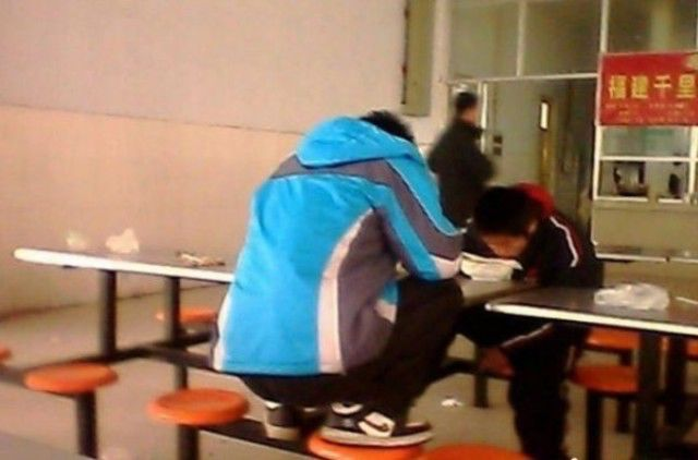 This Is How Chinese Students Eat Lunch