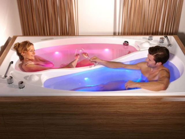 A Pricey Ying Yang Bathtub for Couples