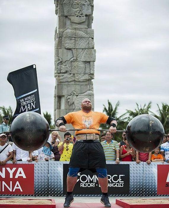 Самый сильный человек в мире 38 фото