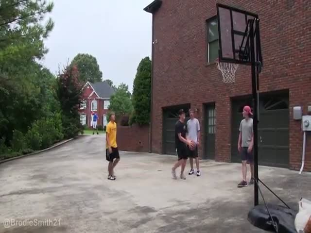 Epic Game of HORSE – Basketball vs Frisbee