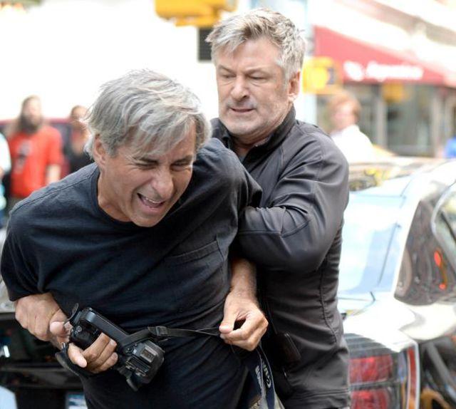 Alec Baldwin vs Paparazzo