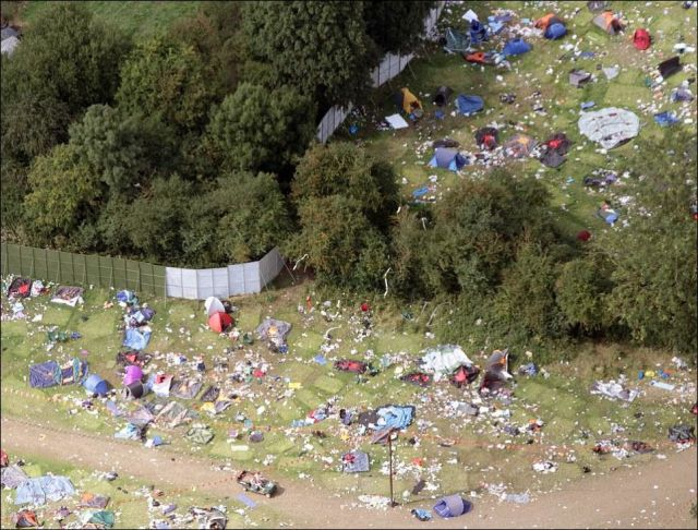 Music Fans Leave Behind a Mass of Mess in Reading