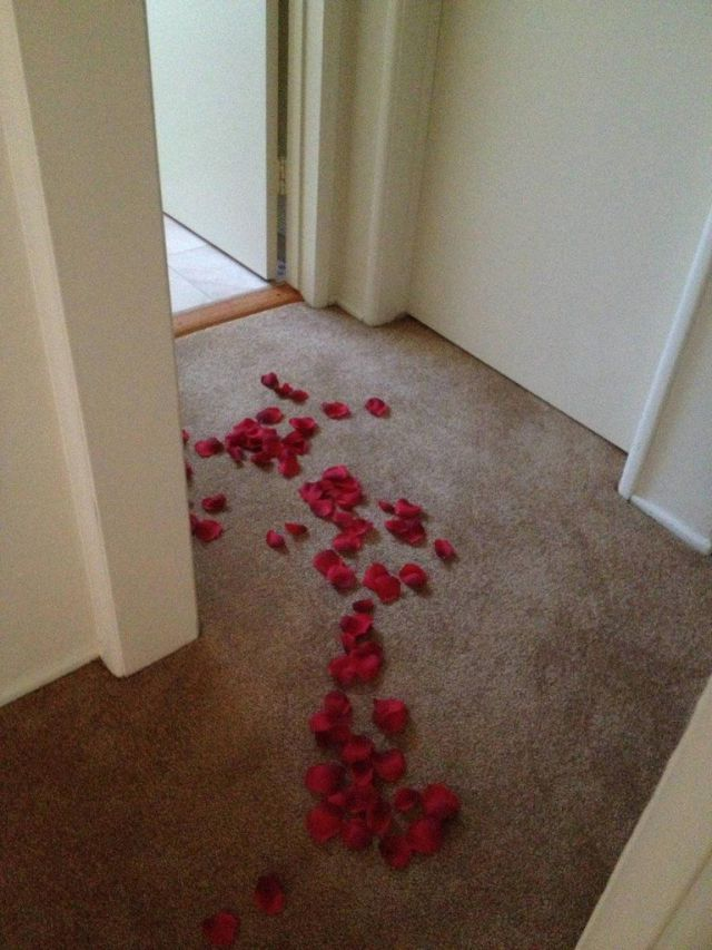 Guy Leaves a Funny Romantic Surprise for the Gas Man