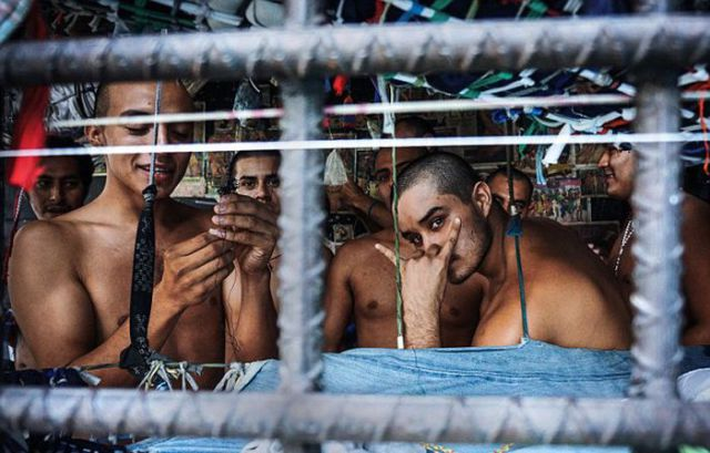 Criminals Crammed into Cages in El Salvador Prisons