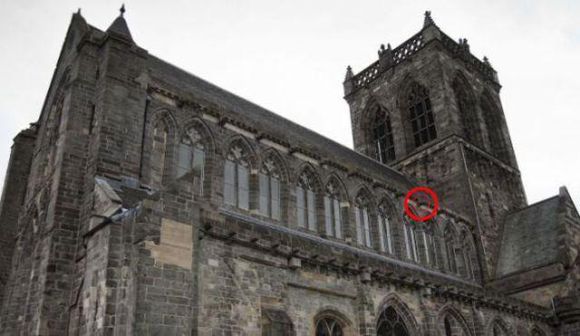 Scottish Abbey Aliens