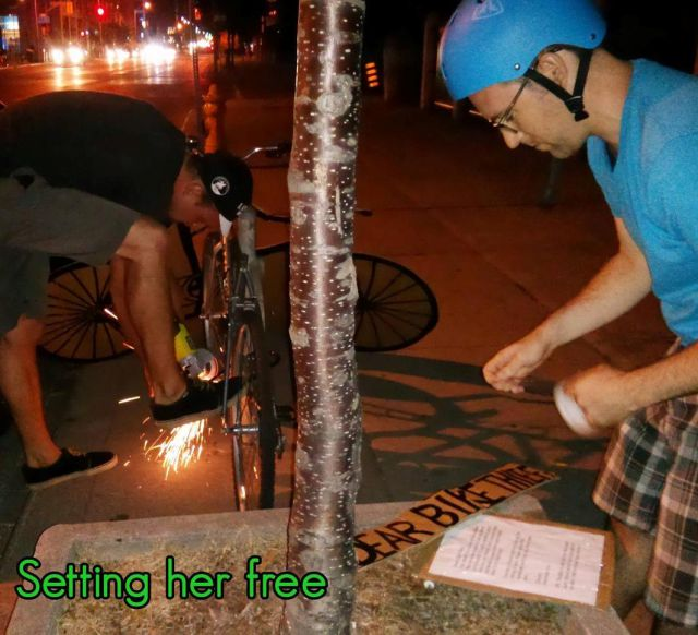 Guy Teaches Bike Thief a Valuable Lesson…