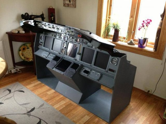 Norwegian Truck Driver Builds a Hyper-Realistic Boeing 737 Cockpit