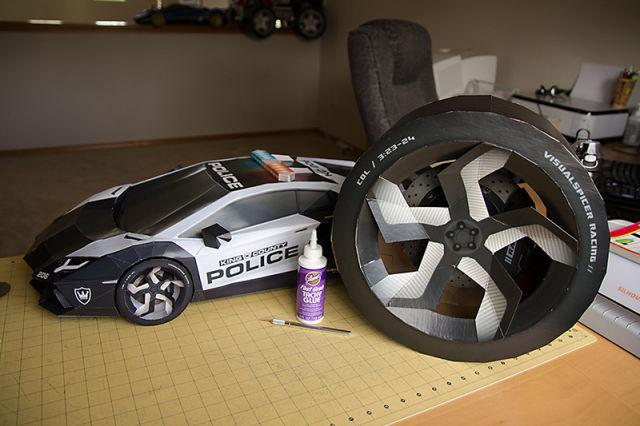 A Super-Stylish Lamborghini Aventador A-E2 Model Made from Paper and Glue