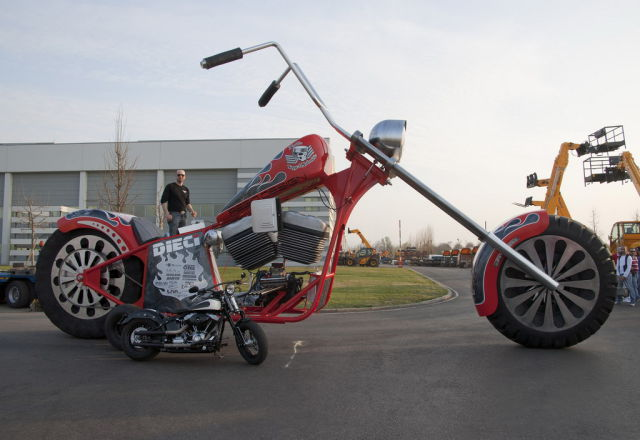 A Gigantic Record-Setting Motorbike