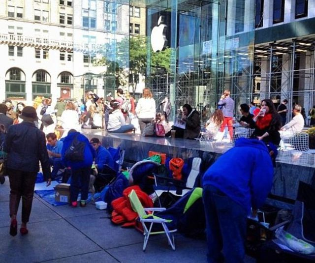 The iPhone 5 Frenzy as People Line Up to Get Theirs First