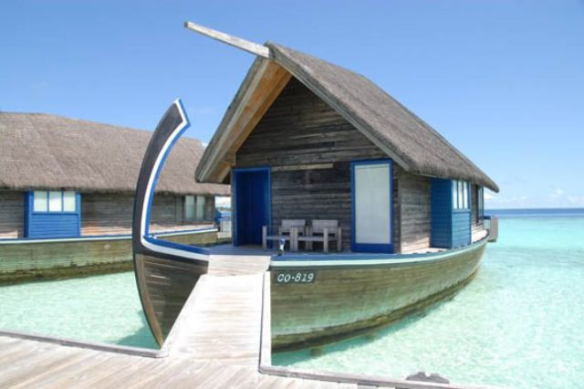 an unusual and enticing boat hotel in the maldives 21
