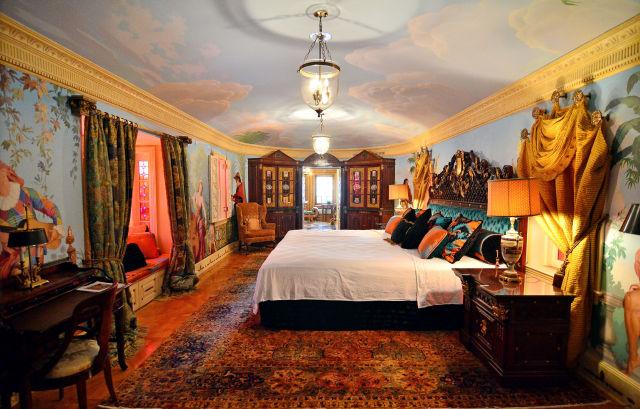 Opulent Versace Mansion Finally Sold for $41.5 Million!