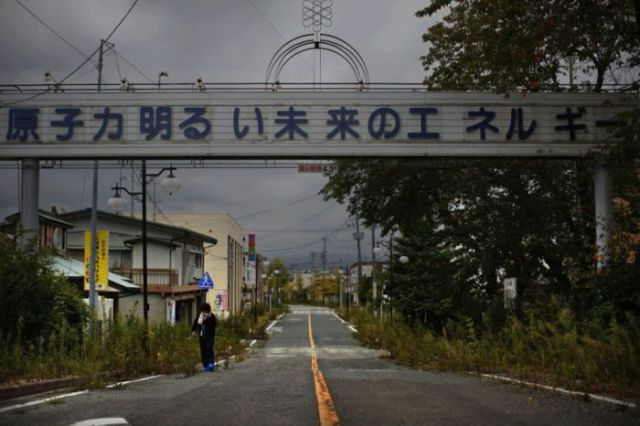 Remnants of Life Haunt This Abandoned Japanese Town