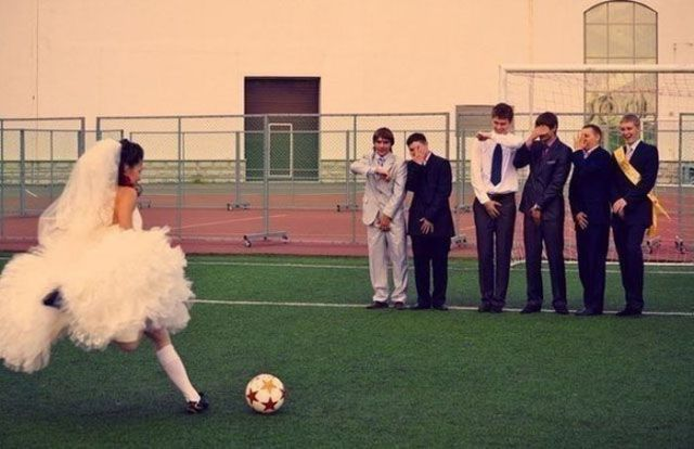 Photos Catch Funny Wedding Moments