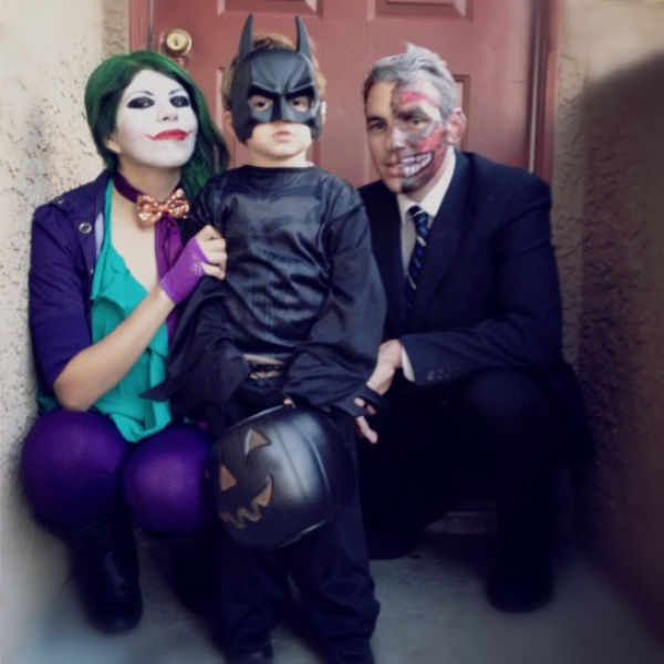 sweet family halloween costumes that are corny but cute 32 pics picture 13