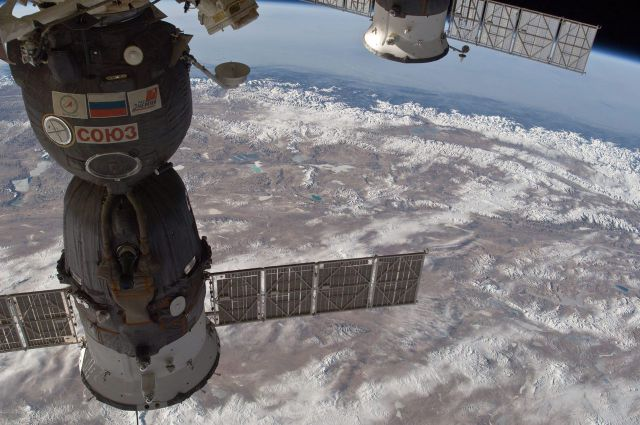An Awe-Inspiring View of Earth of the International Space Station