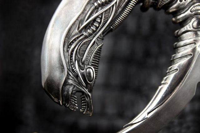 A Radical One-of-a-kind Alien Inspired Knife Design