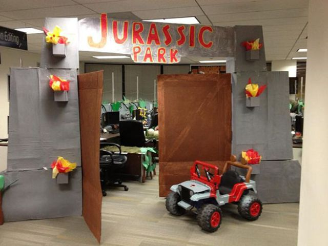 office halloween themes. Simple Halloween 1 Cool Jurassic Park Themed Office Dcor For Halloween Throughout Themes L