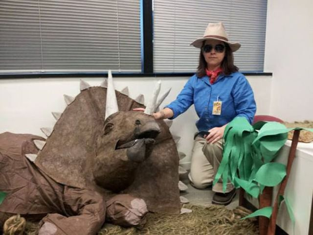 Cool Jurassic Park Themed Office Décor for Halloween
