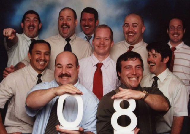 Old Friends Take a Hilarious Themed Photo Every Year during their