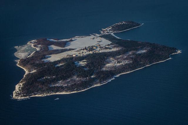 An Island Resort for Criminals