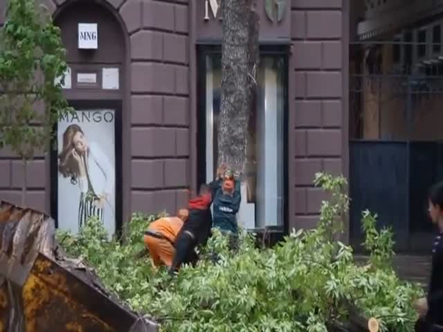 Russian City Workers almost Kill Pedestrian