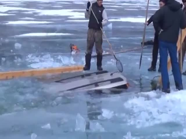 Russian Ingenuity: How to Pull Out a Car from a Frozen Lake