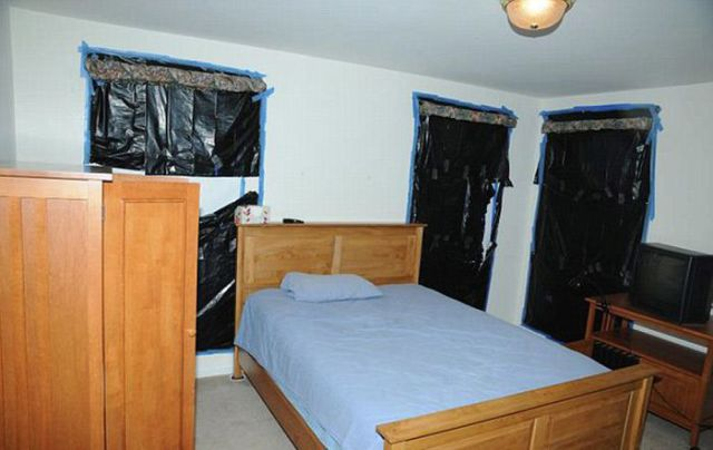 Inside the Bedroom of a Mass Murderer
