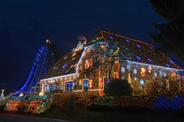 Houses Lit Up by 450,000 Christmas Lights