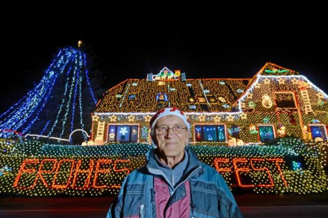 Download Houses Lit Up by 450,000 Christmas Lights (8 pics ...