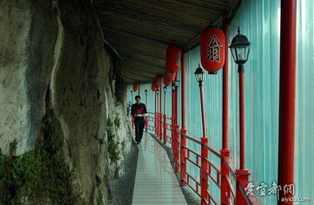 The Remarkable Cliff-Hanging Chinese Restaurant