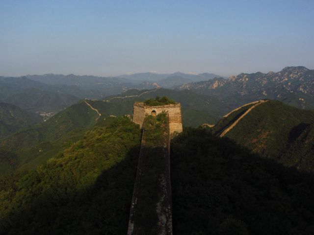 Amateur Hiker Tackles the Great Wall of China