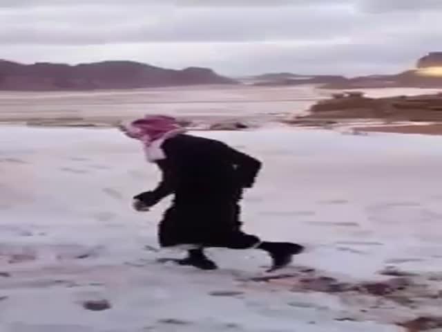 Saudi Arabian Shows You How to Truly Enjoy the Snow