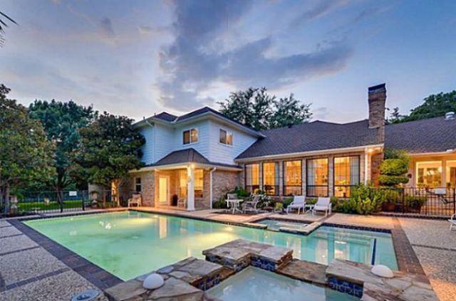 Chuck norris 39 house for sale 25 pics for Texas ranch piani casa con portici