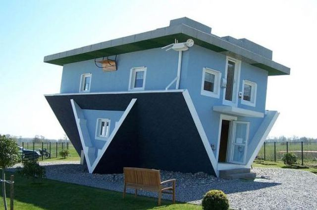 Strange and unusual buildings from around the world 42 for Big amazing houses