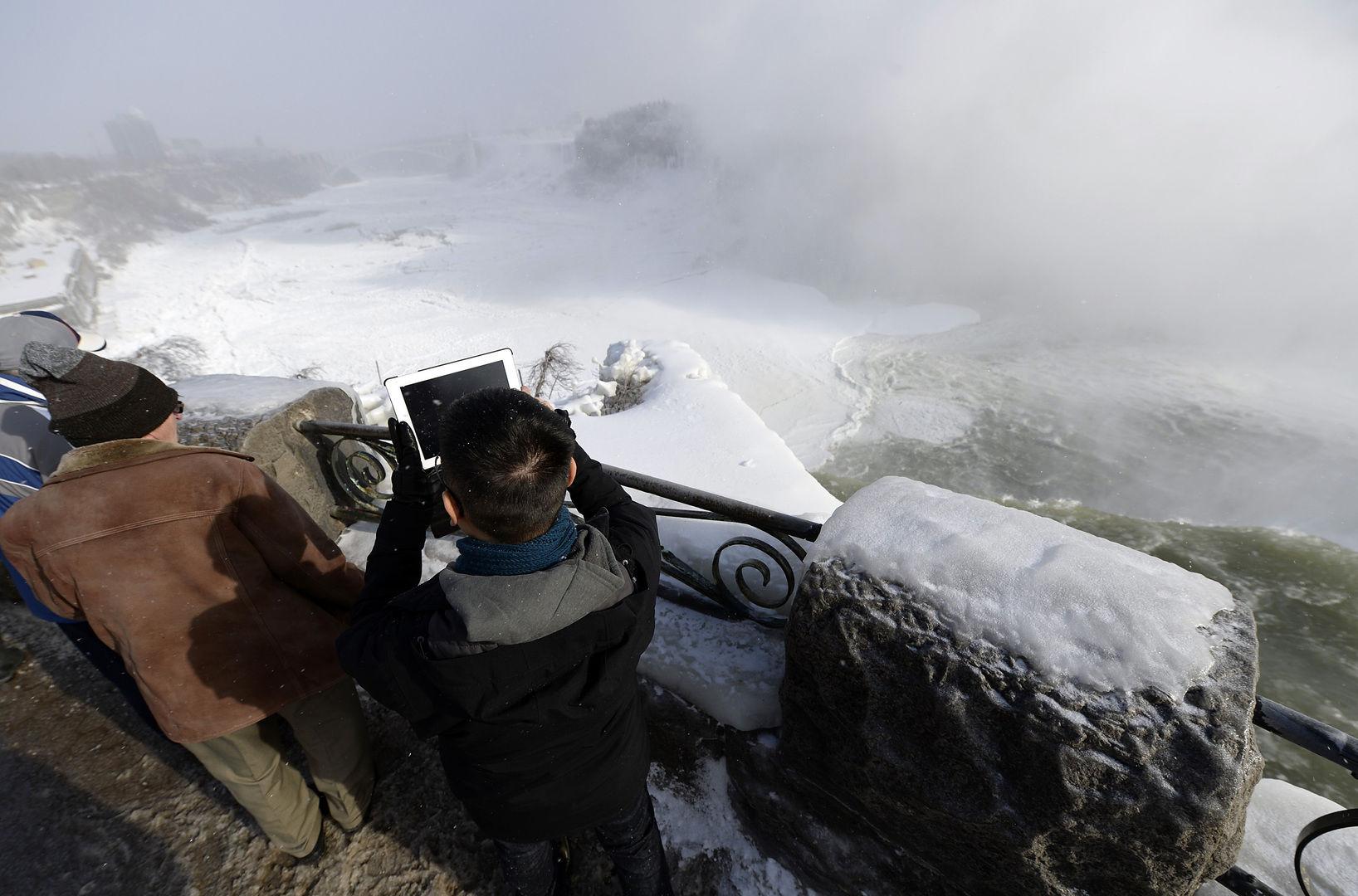 Замерзший ниагарский водопад 10 фото