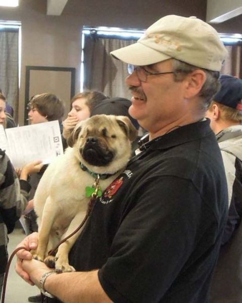 The Blind Pug Who Helps Abused People to Heal